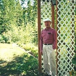 Aurélien Dupuis dans son jardin