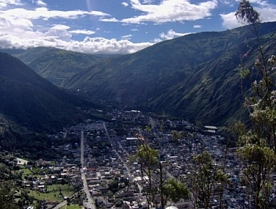 View of Baños during the descent from La Virgen.