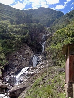 The scenery upon arriving to go repelling in Baños.