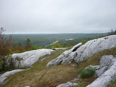 Eastward view of a while slope while Southbound in a clockwise direction on Killarney's La Cloche Silhouette loop trail.