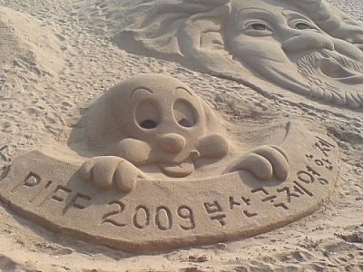 My quest for sports and entertainment in Busan once ended up being satisfied by a film festival and sand sculpture contest!