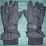 Layering winter wear for warmth with thick activewear winter gloves.