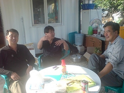 I met Mr. Kang and his guests while exploring Yokji Island.