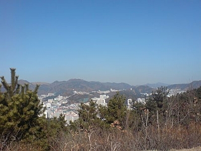 Living in Korea is great with all the fantastic hiking available, such as at Amisan in Dadaepo.